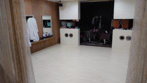 松江市美容室 床貼り工事。